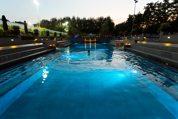 Buitenbad amsterdam zwemmen in de natuur spa sport hotel zuiver